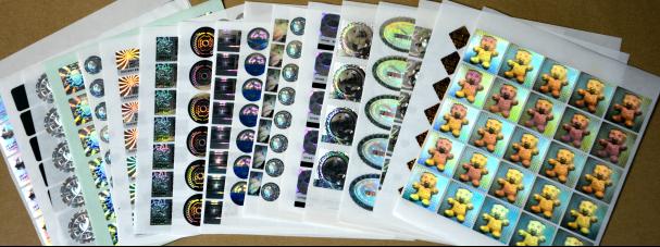 据了解,泛彩溢拥有四维动态(4D)、三维动态(3D)、2D防伪、2D/3D防伪、3D立体、电脑光刻、低频光刻、点阵防伪、激光加密、缩微加密、、莫尔加密、真彩色、散斑防伪、干涉条纹、旋转光圈、扩散光芒、激光烧白、双通道、多层次、浮雕文字、360度曲面防伪、组合全息防伪等多种高难度制版技术,加上为客户精心设计的防伪解决方案,使得泛彩溢的防伪标签及防伪材料具有综合防伪、美化包装和增加产品附加值的多重功效。目前,泛彩溢实业有限公司主要经营的产品有激光防伪标签、定位光栅纸(光刻)、镭射定位印刷标签、通版镭射纸、